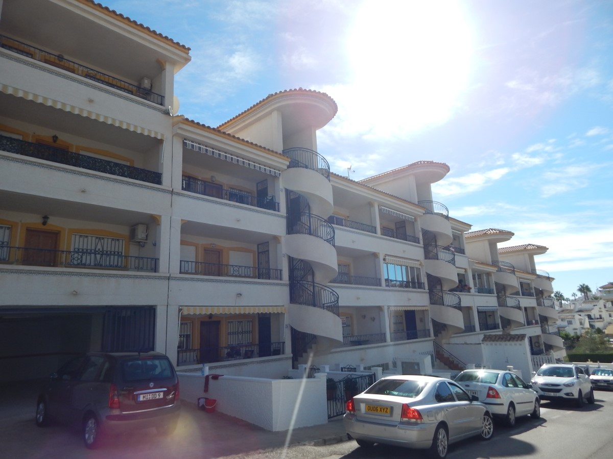 Two bedroom, one bathroom apartment in the MonteGolf development in Villamartin.   The apartment,Spain