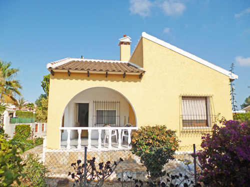 A very well presented two bedroom two bathroom detached villa situated in Eagles Nest close to,Spain