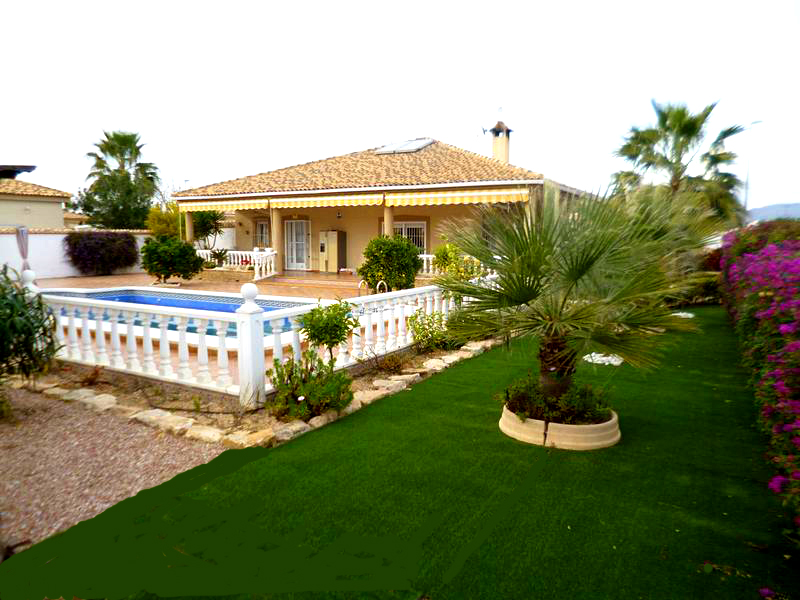 Beautifully presented south east facing 160m2 detached single storey villa on a 1,100m2 landscaped , Spain