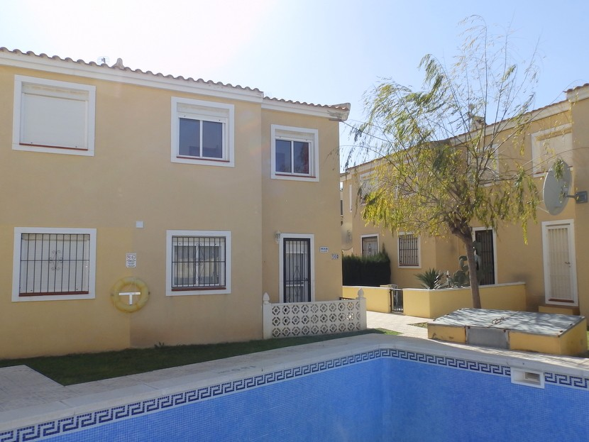 This attractive 2 bedroom, 1 bathroom; first floor apartment is conveniently located close to the l, Spain