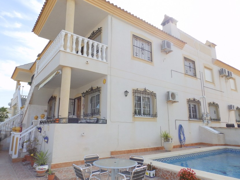 This spacious 2 bedroom, 1 bathroom; ground floor apartment is situated in the popular area of Vill, Spain