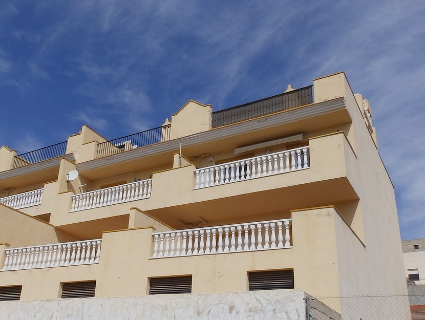This spacious 2 bedroom, 2 bathroom top floor apartment is situated in the lovely village of Torrem, Spain