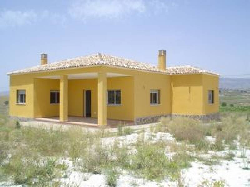 DETACHED CHALET  PLOT OF APPROX 7,000 M2  -  LARGE LOUNGE WITH      FIREPLACE  -  SPACIOUS KITCHEN , Spain