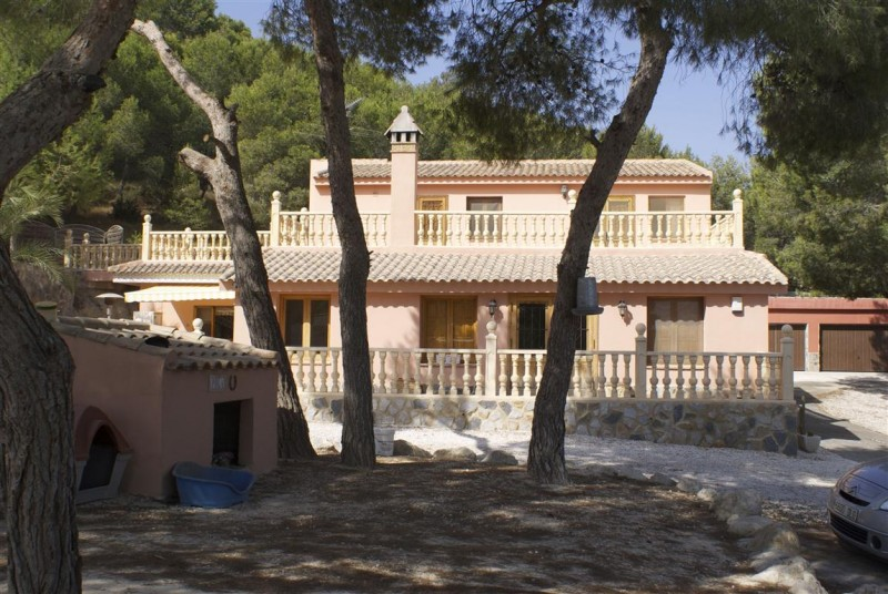 PART EXCHANGE WITH A UK PROPERTY WOULD BE CONSIDERED   	            Detached country house in the c, Spain