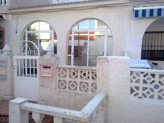 Bargain ?Flamigo?? bungalow offering two bedrooms and one bathroom in La Siesta near Torreviej,Spain