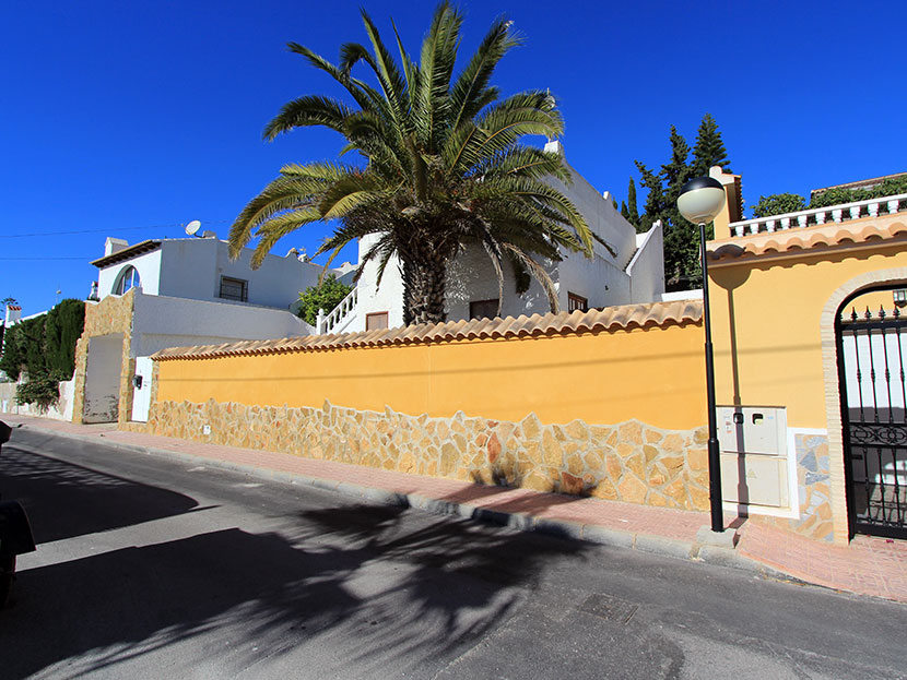 Set in the residential area of Blue Lagoon in Villamartin is this four bedroom, two bathroom de,Spain