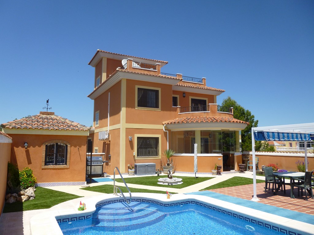 Wonderful villa with everything one would need. Built on four levels in 2006 to a very high stan, Spain
